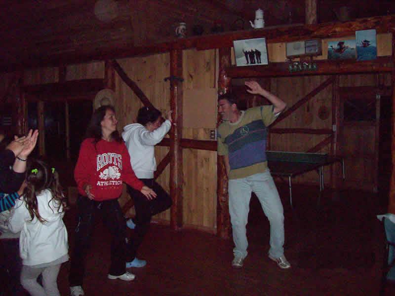 bailando y cantando en cabañas rinconada de huampoe